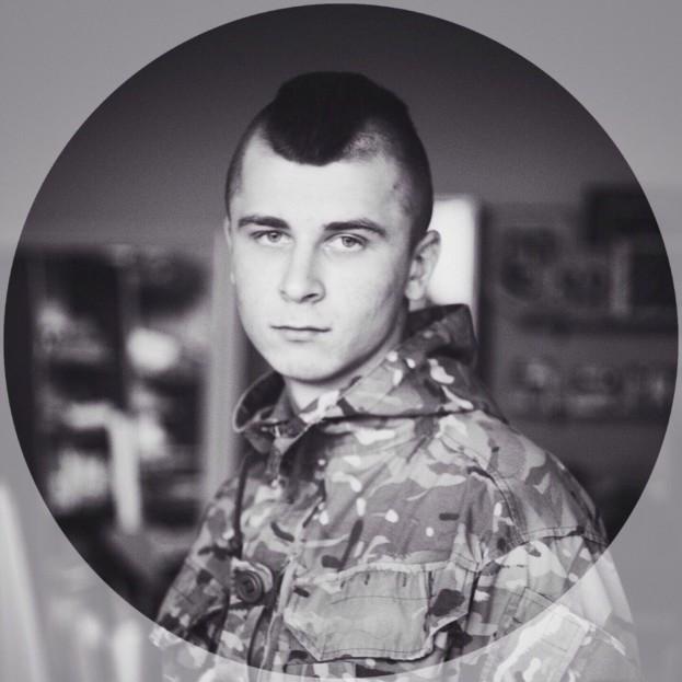 Вадим почав своє молоде життя з війни, а тепер ось, не відомо чому, утримується у Львівському СІЗО на Лонцького?