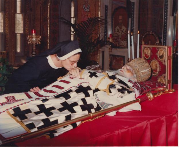 Сестра-монахиня Михаїла, прижиттєвий опікун Патріарха, прощається із своїм патроном
