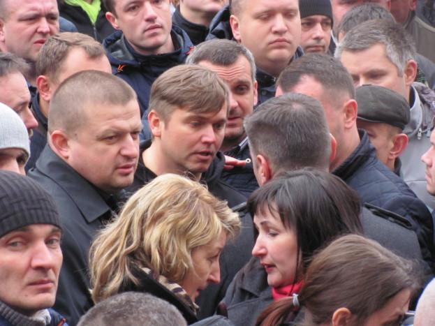 Олександр Богомол особисто був присутній під міською радою, коли виник інцидент з непотраплянням депутатів міської ради до сесійної зали