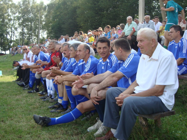 Хрестим батьком Романа Мацюпи у футболі став Іван Михайлович Потупа (справа)